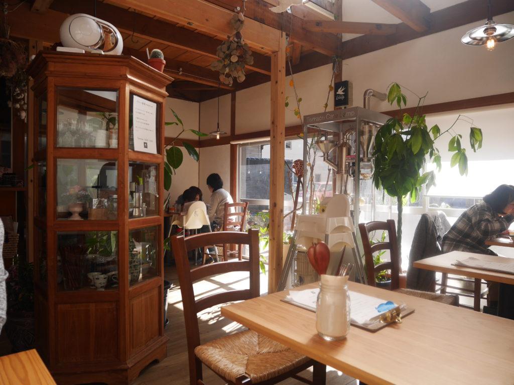 徳島ランプのカフェの店内